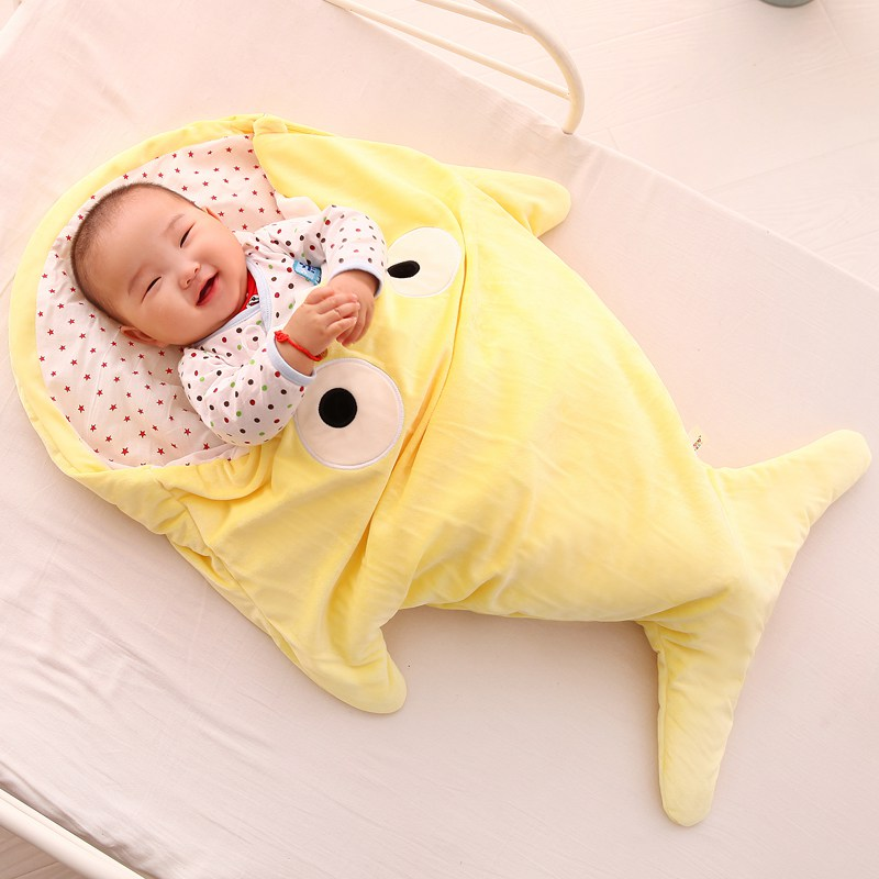 BABY-SHARK-BLANKET-YELLOW_2_2018-03-01-2.jpg